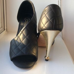 CHANEL quilted leather peep toe pumps